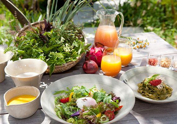沖縄料理の昼食