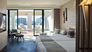 バルコニーや、ミニバー、ミニキッチンを備えたお部屋など、プレミアムなルームラインナップで快適な東京滞在を演出します。