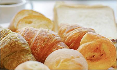 発酵から焼き上げまでを行う焼立てパン